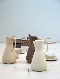 Kirstie van Noort is a graduate from the Design Academy Eindhoven in The Netherlands. This Dutch designer makes the most beautiful ceramic pieces! Above and below are some items from her collection. The subtle colors are stunning and fit really well in this season's pastel trend.