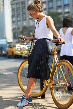 (adsbygoogle = window.adsbygoogle || []).push();   Idée et inspiration look d'été tendance 2017   Image   Description   Women's White Tank, Black Pleated Midi Skirt, White and Blue Low Top Sneakers…