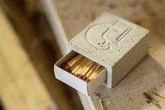 Concrete Cement, Concrete Design, Diy Xmas Gifts, Pallet Patio Furniture, Beton Design, Beton Diy, Concrete Crafts, Diy Chandelier, Paper Models