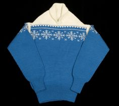 """Mønsteret """"SNØKRYSTALL"""" designet av Unn Søiland i 1956, solgt til Sandnes Uldvarefabrik som håndstrikkeoppskrift. Norwegian Knitting, Cardigans, Sweaters, Vintage Knitting, Knitting Ideas, Jumpers, Knitwear, Wool, Design"""