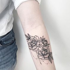#floraltattoo #floral #blacktattooing #tats #tattoo #tattoos #tattooed #tattooartist #botanical #blackwork #blxckink #blacktattooart #blacktattoos #amazinink #annabravo #dotworktattoos #dotworktattoo #dotwork#wow #wowtattoo #inked  #dotwork #dotworktattoo #dotworkers  #iblackwork#цветытату #inked#tattooart#tattooartist#instatattoo