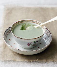 panna cotta au thé matcha dans une jolie porcelaine