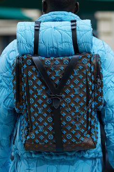 Louis Vuitton Spring 2020 Menswear Fashion Show Louis Vuitton Nails, Louis Vuitton Homme, Louis Vuitton Wallet, Louis Vuitton Handbags, Vuitton Bag, Lv Handbags, Fashion 2020, Look Fashion, Fashion Brands