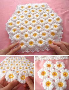 This Pin was discovered by Ülk Manta Crochet, Crochet Baby, Crochet Blanket Patterns, Crochet Stitches, Bridal Shower Decorations, Crochet Accessories, Crochet Flowers, Flower Patterns, Crochet Projects