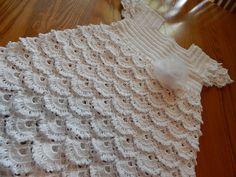 Vestido para niña de 5 años tejido con 200 grs de hilo crystal paso a paso, lleva una flor de tela que el enlace lo van a ver aqui tiene la forma de la falda...