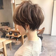 Pin by Emily Chai Lee Jin on Hair in 2020 Messy Short Hair, Medium Short Hair, Medium Hair Cuts, Short Hair Cuts, Latest Short Hairstyles, Medium Bob Hairstyles, Hairstyles Haircuts, Cool Hairstyles, Hairstyle Ideas