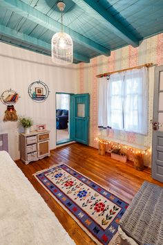 Spotted on visuell.ro, this traditional home near Bucharest, Romania is absolutely fantastic. Dreamy colours, warm coziness, unexpected functionality and t Traditional Interior, Traditional House, Dream Home Design, House Design, Rustic Cottage, Arte Popular, Farmhouse Interior, Design Case, Log Homes