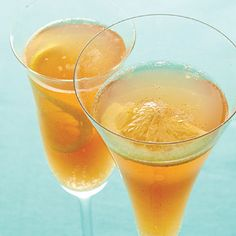 This punch is full of fall flavors that are sweetened with a bit of maple syrup and brightened with citrus. Best Maple Syrup, Maple Syrup Recipes, Fresh Lime Juice, Fresh Ginger, Cranberry Punch, Holiday Punch, Vegetarian Thanksgiving, Punch Recipes, Apple Slices