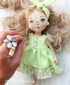 Да, куколка отличается от моих малявок, она постарше и взгляд у неё уже совсем не детский. Но души и сердцв я в неё вложила не меньше, и люблю я её, поверьте, так же сильно❤️❤️❤️!#игроваякукла #остановитепоездясойду #остановителето
