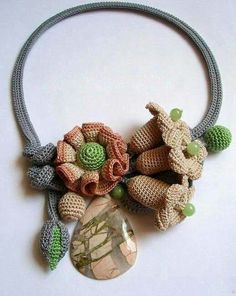 Collar flores con piedras crochet