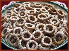 oříškové věnečky s vínem a dalších 21 receptov na drobné vianočné pečivo Czech Recipes, Christmas Sweets, Sweet And Salty, Apple Pie, Christmas Cookies, Ham, Cupcake Cakes, Cooker, Waffles