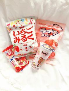 (ノ◕ヮ◕)ノ*:・゚✧ : Photo Japanese Treats, Japanese Candy, Japanese Food, Snacks Japonais, Asian Snacks, Pink Foods, Food Goals, Aesthetic Food, Cute Food