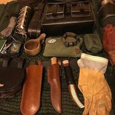 #Repost @mgn_bushcraft ・・・ The fun stuff.... . . #bushcraft #bushcraftbag #bushcraftbelt #superessestraps #gransforsbruk #larsfaltknife #haversack #puukko #bushcraftkit #firekit #woodsman #forestadventures #gearporn #leathergoods #haversackleather #laplander #dayhike #daypack #shoulderbag