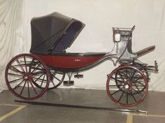 Barouche: a fashionable horse-drawn carriage in the century, drawn by a pair of horses. Used primarily for leisure driving. Two Horses, Types Of Horses, Horse Cart, Old Wagons, Victorian Fashion, Victorian Street, Horse Carriage, Horse Drawn, Fast Cars