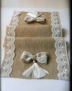 This Pin was discovered by kübIf you are having a rustic style wedding we love using hessian table runners for weddings. Adding a natural burlap / hessian table runner can transform the overTablerunners burlap with lace Hessian Table Runner, Burlap Table Runners, Burlap Fabric, Burlap Bows, Burlap Crafts, Burlap Flowers, Linens And Lace, Diy Arts And Crafts, Decoration Table