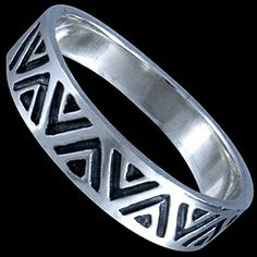 Silver ring, band Silver ring, Ag 925/1000 - sterling silver. A band featuring an American Indian pattern carved in black.