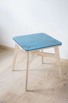 Trepo This is an exclusive version of the Trape table with the tabletop made of hand-molded, stained resin, available in different colours. Hand Molding, Drafting Desk, Cnc, Stool, Tabletop, Furniture, Resin, Colours, Home Decor