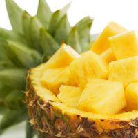 La fruta de la piña o también conocida bajo el nombre de ananá es una plata originaria de America del sur de la familia de las bromeliáceas  de hoja perenne y que destaca por la vistosidad de sus flores además de ofrecernos el fruto de la riquísima piña