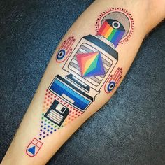 15 Tatuagens Ultra Coloridas De Winston The Whale Tattoo Studio, Computer Tattoo, Theme Tattoo, Cold Brew Coffee Maker, Ligne Claire, Floppy Disk, Wale, Dot Work, Fitness Gifts
