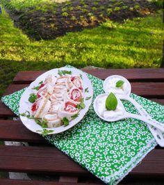 http://www.magicznezyciemarty.pl/2014/06/tortilla-z-ososiem-i-truskawkami.html