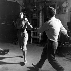 A couple dancing at Balboa Beach, California Vintage Couples, Vintage Love, Cute Couples, Vintage Circus, Swing Dancing, Shall We Dance, Lets Dance, Praise Dance, Jazz Dance