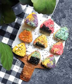 Rainbow Onigiri with a Coconut Curried Pea Filling - Powered by Unicorn Food, Rainbow Rice, Kimbap, Sushi Recipes, Coconut Curry, Aesthetic Food, Japanese Food, My Favorite Food, Side Dishes