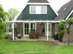 Veranda geplaatst met een verano biarritz windscherm en in het midden een verano screen v540 - Waterdichte pergola cover ...