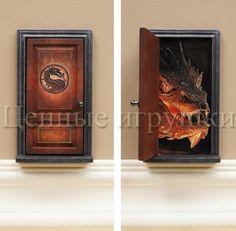 Вы сохранили этот Пин на доску «Fairy Door - волшебные двери в сказочную страну». дверь феи, Fayri Doors дверка для феи сказочная дверь волшебная дверь волшебство дети маленькая волшебная дверка для феи или эльфа или другого сказочного существа, создаст атмосферу чуда и волшебства в комнате вашего ребенка. Эта дверь ведет в логово дракона.