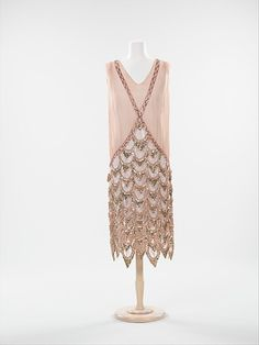 Evening dress, 1925 France, the Met Museum The light pink beads look like little shells!
