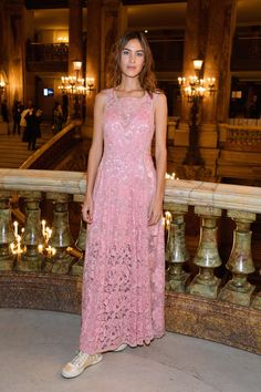 Alexa Chung attends the Stella McCartney show as part of the Paris Fashion Week Womenswear Spring/Summer 2019 on October 1 2018 in Paris France Fashion Show, Girl Fashion, Fashion Tips, Fashion Design, Paris Fashion, Womens Fashion, Celebrity Dresses, Celebrity Style, Alexa Chung Style