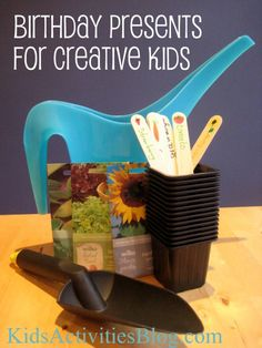Birthday Presents for Creative Kids - this is fabulous! I hate trying to figure out what to buy . some of these ideas look so much more fun! Easy Gifts, Homemade Gifts, Cool Gifts, Presents For Kids, Gifts For Kids, Creative Kids, Birthday Presents, Kit, Activities For Kids