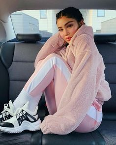 Find images and videos about girl, beauty and brunette on We Heart It - the app to get lost in what you love. Chill Outfits, Sporty Outfits, Teen Fashion Outfits, Trendy Outfits, Cute Outfits, Kids Fashion, Amanda Khamkaew, Mode Adidas, Winter Mode