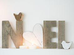 Scritta NOEL in legno di recupero con lettere h 21cm e O sbiancato a forma di cuore