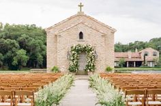 Looking for wedding venues in Houston, Texas? The Houston Oaks Family Sports Retreat is a lakeside venue with a 15th century chapel & treehouse! Photo by Kellie Durham Photography