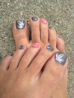 Grey/pink toe nails, flower design