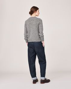 Workwear trousers, easy trousers, tapered trousers and denim trousers. Checked Trousers, Linen Trousers, Girlfriend Jeans, Tomboy Fashion, Everyday Outfits, Couture, Minimalist Fashion, Winter Outfits, Sweaters For Women