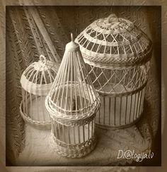 Сохранённые фотографии Светланы – 1 180 фотографий | ВКонтакте Newspaper Basket, Newspaper Crafts, Cute Crafts, Diy Crafts, Straw Art, Paper Weaving, Farmhouse Kitchen Decor, Bird Cage, Basket Weaving
