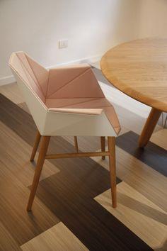 Forbo en eQ+ presenteerden mooie stoelen en nieuwe marmoleum produkten in het centrum van Milaan.
