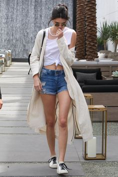 Kendall so lovely in simple casual style.