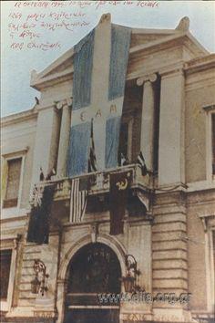 Αθήνα, 12 Οκτωβρίου 1944, το κτίριο της Εθνικής Τράπεζας με τις σημαίες του ΕΑΜ και των τριών συμμαχικών δυνάμεων, η μέρα της απελευθέρωσης από τους Γερμανούς Athens, Old Photos, Greece, Beautiful Places, History, Pictures, Civil Wars, Photography, Life