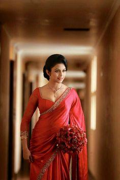 She looks amazing. N the colour wowww Indian Beauty Saree, Indian Sarees, Indian Dresses, Indian Outfits, Sari Blouse Designs, Saree Dress, Saree Blouse, Fancy Sarees, Beautiful Saree