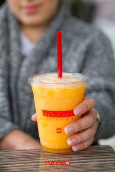 ¡Refrésca tu tarde con un frappé de mango y mandarina! #SeiGiornideli