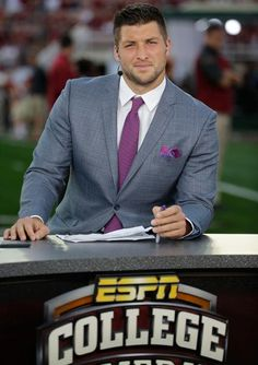Tim Tebow on ESPN before the BCS National Championship between Auburn and Florida State Panthers Football, Football Love, College Football, State College, Bcs Championship, National Championship, People Need The Lord, Tim Tebow, Sport Man