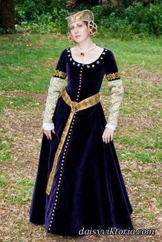 Really pretty medieval dress!