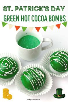 Chocolate Bomb, Hot Chocolate Bars, Hot Chocolate Recipes, Melting Chocolate, Diy St Patrick's Day Crafts, Vanilla Coffee Creamer, St Patricks Day Drinks, Bomb Making, Mama Recipe