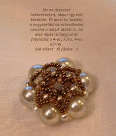 Tiszi gyöngyékszerei: Rozetta minta Beaded Jewelry, Beaded Bracelets, Jewelry Patterns, Rosettes, Elsa, Projects To Try, Pearl Earrings, Pendants, Seed Beads