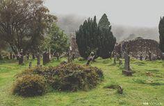 Le cimetière de Glenndalough en Irlande fait partie de notre sélection des insolites cimetières d'Europe. Crédit Photo Vie nomade