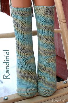 Randiriel socks pattern by Alexandra Wiedmayer - Free pattern, garn fæst í handprjón. Crochet Socks, Knitted Slippers, Wool Socks, Knitting Socks, Hand Knitting, Knit Crochet, Knitting Patterns, Crochet Patterns, Knit Stockings