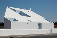 House in Possanco by ARX Arquitectos. Architecture Family Houses white Courtyards Fences bjad.