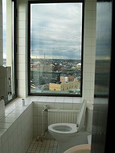 Käydä pissalla kaupungin kattojen yllä. Hotel Torni Helsinki